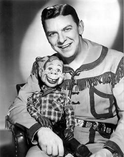 [youtube http://www.youtube.com/watch?v=QyfCxrKW3XY] Buffalo Bob pitches Twinkies on The Howdy Doody Show