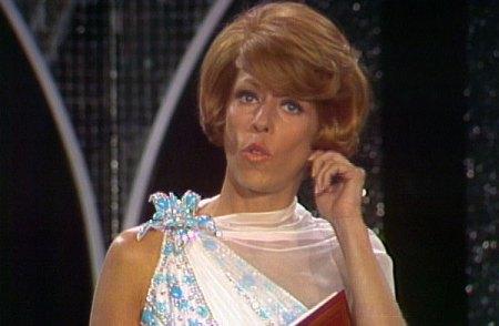 Carol Burnett pulls ear