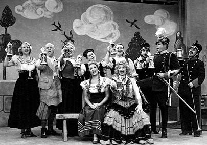 "The cast of ""The Operetta"" sings the drinking song on I Love Lucy"