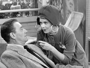 Lucy wears pocketbook on head meeting John Wayne