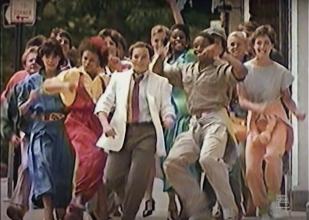 Jason Alexander with crowd behind him in McDLT ad